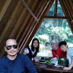 Tempat makan enak suasana hutan di lembang Juli 2018